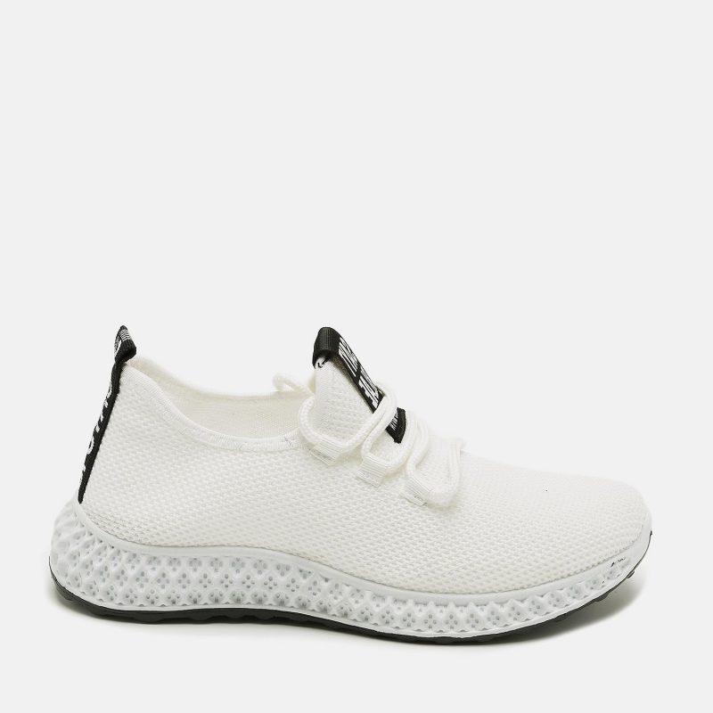 נעל ספורטיבית עם שרוכים